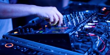 Party DJ & Karaoke